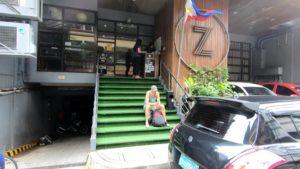 Zホステル正面玄関