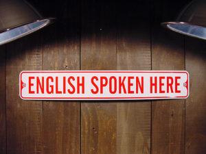 English Spoken Hereと書かれたボード