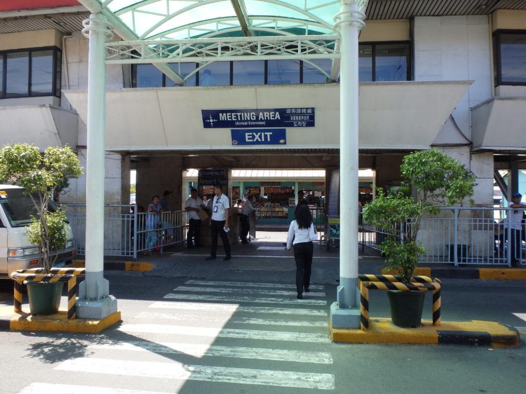 マニラ空港ターミナル1の出口付近