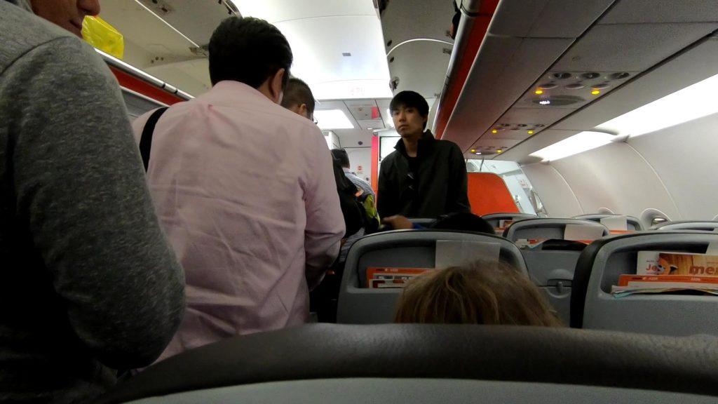 マニラ国際空港ターミナル1に到着した飛行機機内の写真