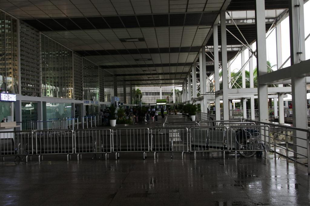 マニラ国際空港ターミナル2の休憩ベンチ
