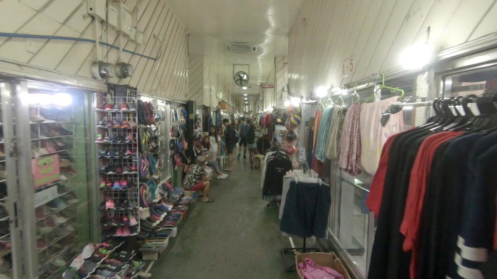 カルティマールの靴、衣類売り場
