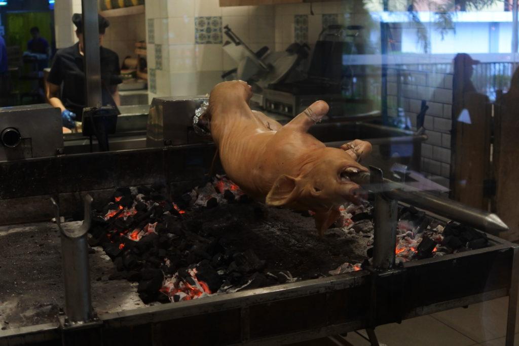 レチョン用豚一匹丸焼き