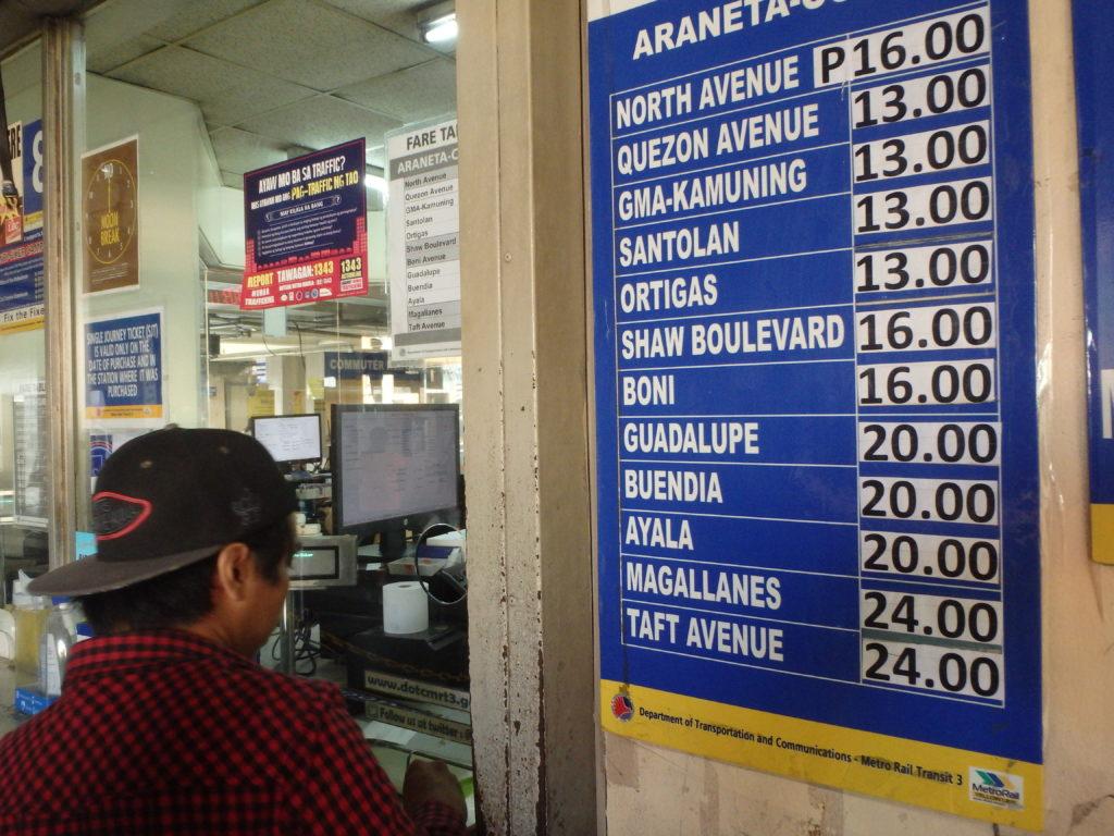 MRTクバオ駅のチケットカウンター