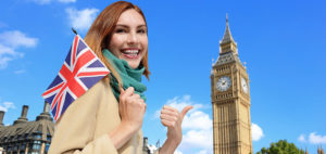 イギリスの国旗を掲げてロンドンを案内するイギリス人女性