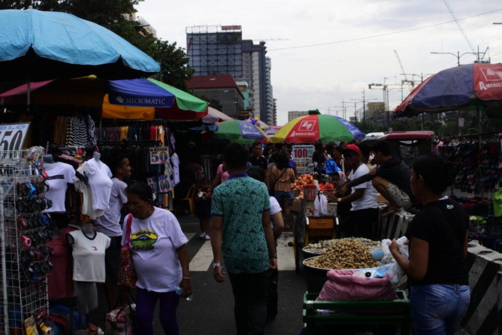 バクララン市場通り