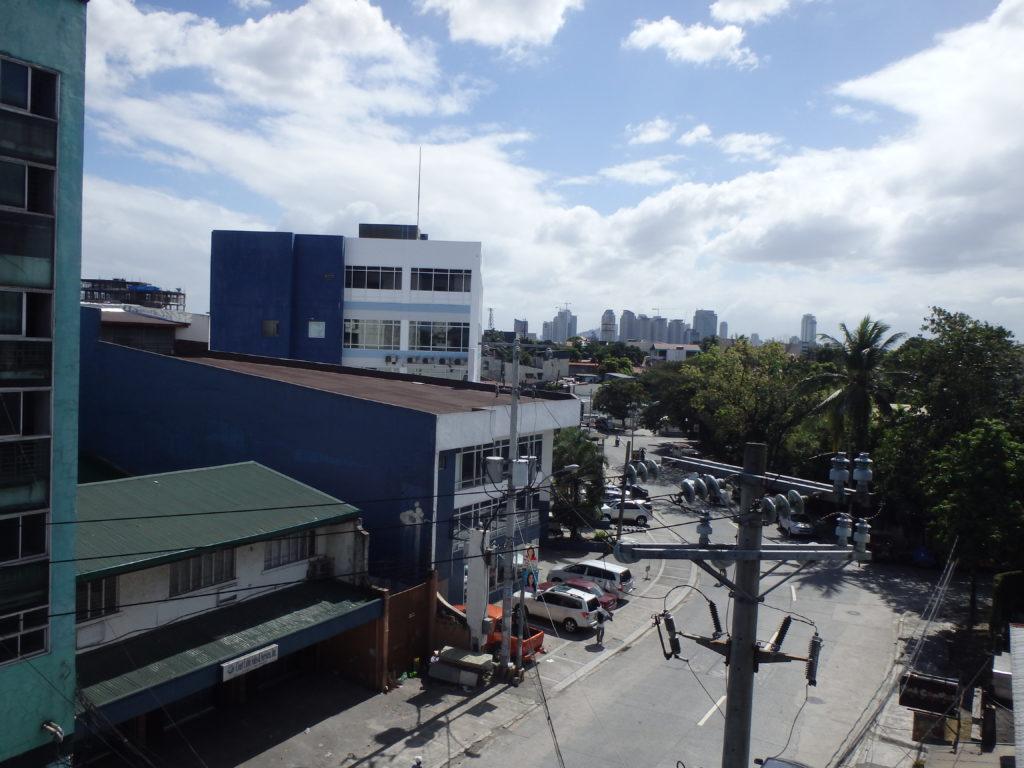 寄宿舎最上階から眺めるマニラシティ中心部