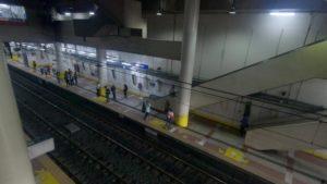 アヤラ駅ホーム全景