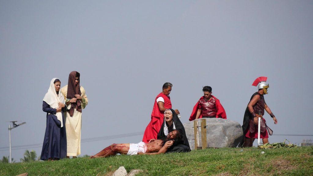 キリストの亡骸を抱きかかえて慟哭する聖母マリア