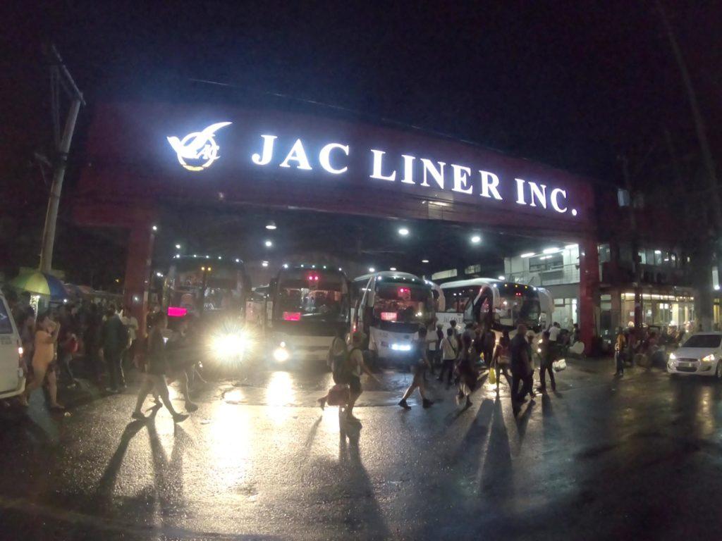 ヒルプヤットのJacLinerバスターミナル