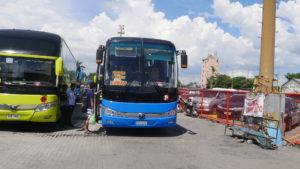 バタンガス港に待機中のクバオ行きバス