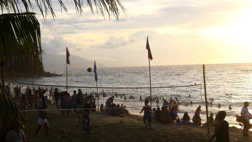 浜辺のビーチバレー