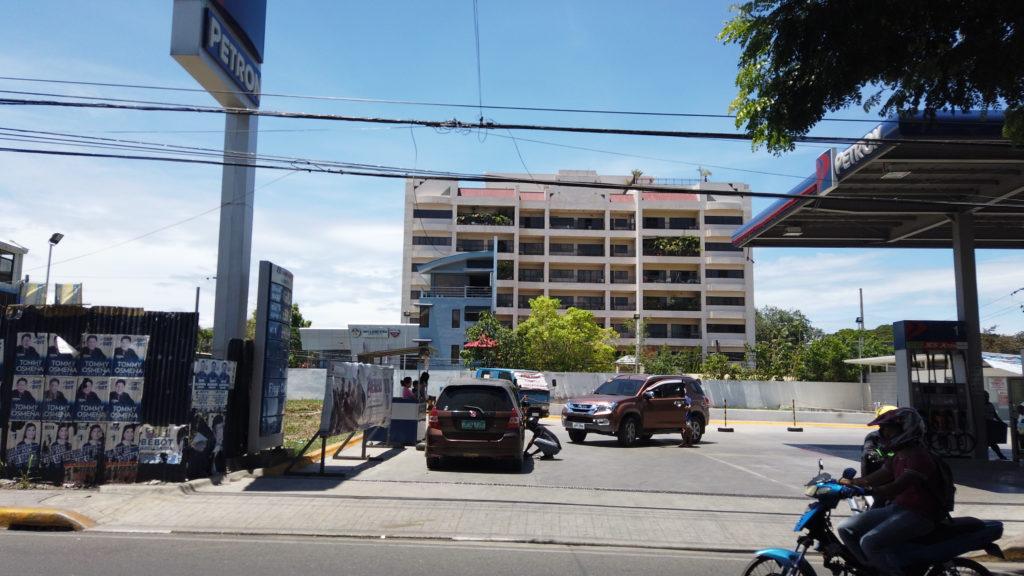 繁華街の道から見たSMEAG建物全体