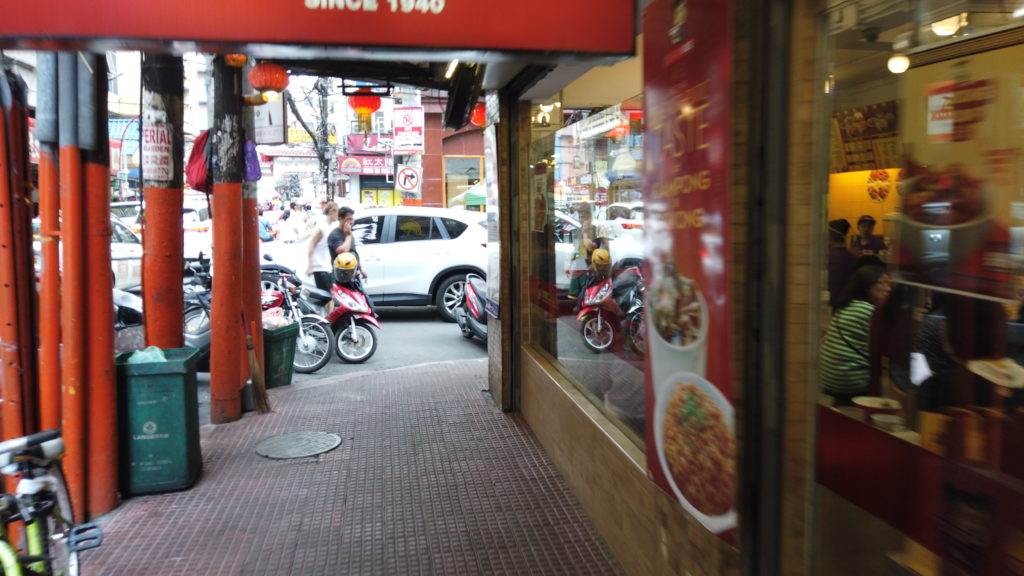 マニラタウンの中華料理店前