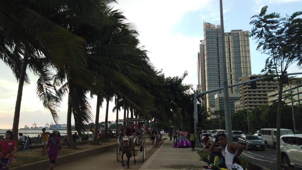 マニラ湾と周辺の街並み
