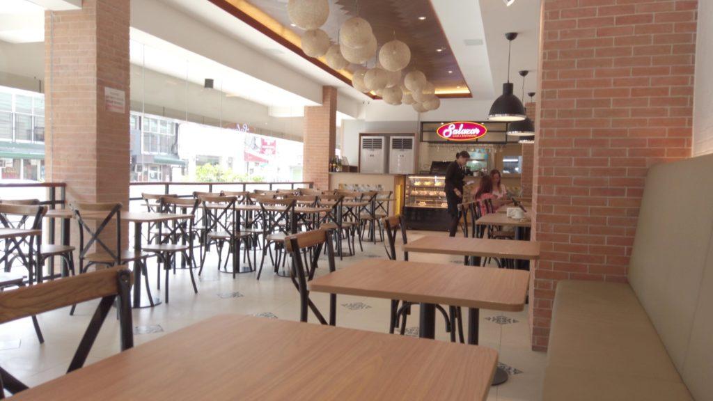 パーム・グローブ・ホテル1階のカフェ