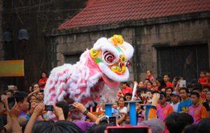 マニラチャイナタウンで見られる旧正月の獅子舞イベント