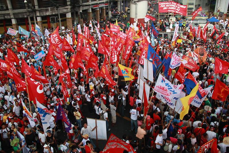メーデーイベントに参加するマニラの労働者たち