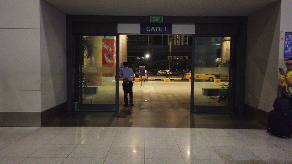 1階の到着口から外にでるゲート