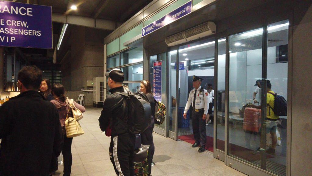 ターミナル3出発口