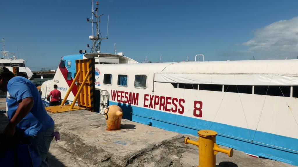 港に停泊するWeesam Express