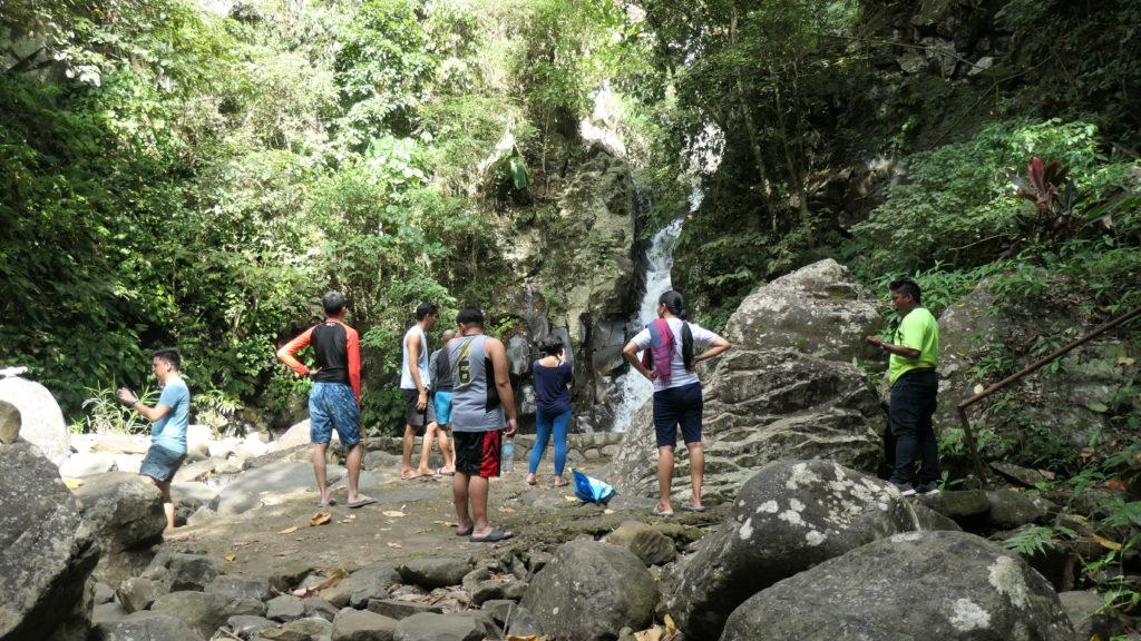 マンブカル山最初の滝
